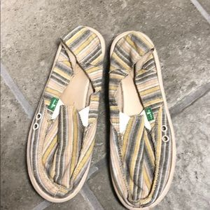 Ladies size 7 Sanuk